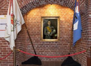 Hugo Backmanssonin maalaus Mannerheimista Kansallisarkiston näyttelyssä.