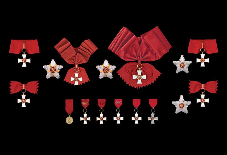 1942 Suomen Leijonan punainen perhe perustettiin